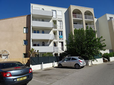 Narbonne, appartement de type 2 bis avec une place de parking